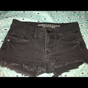 american eagle low waisted black shorts